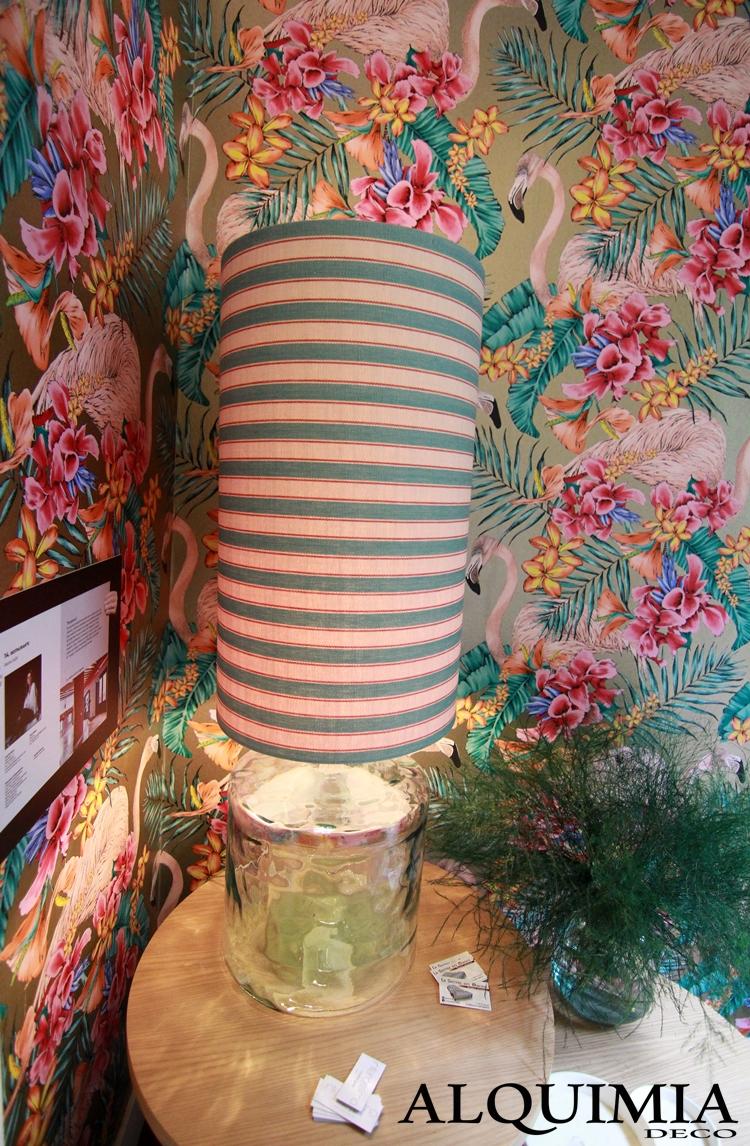 espacio-casa-decor-2016-madrid-papel-pintado-flores-flamenco-lampara-rayas-escalera