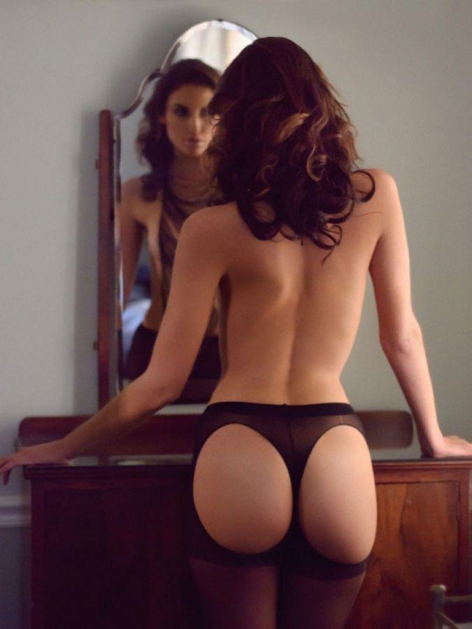 Красивые женщины в чулках и нижнем белье