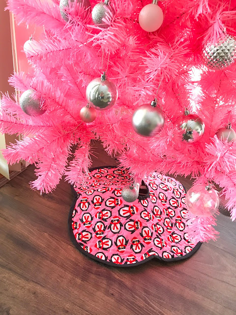 Think pink the story of a christmas tree samelia s mum