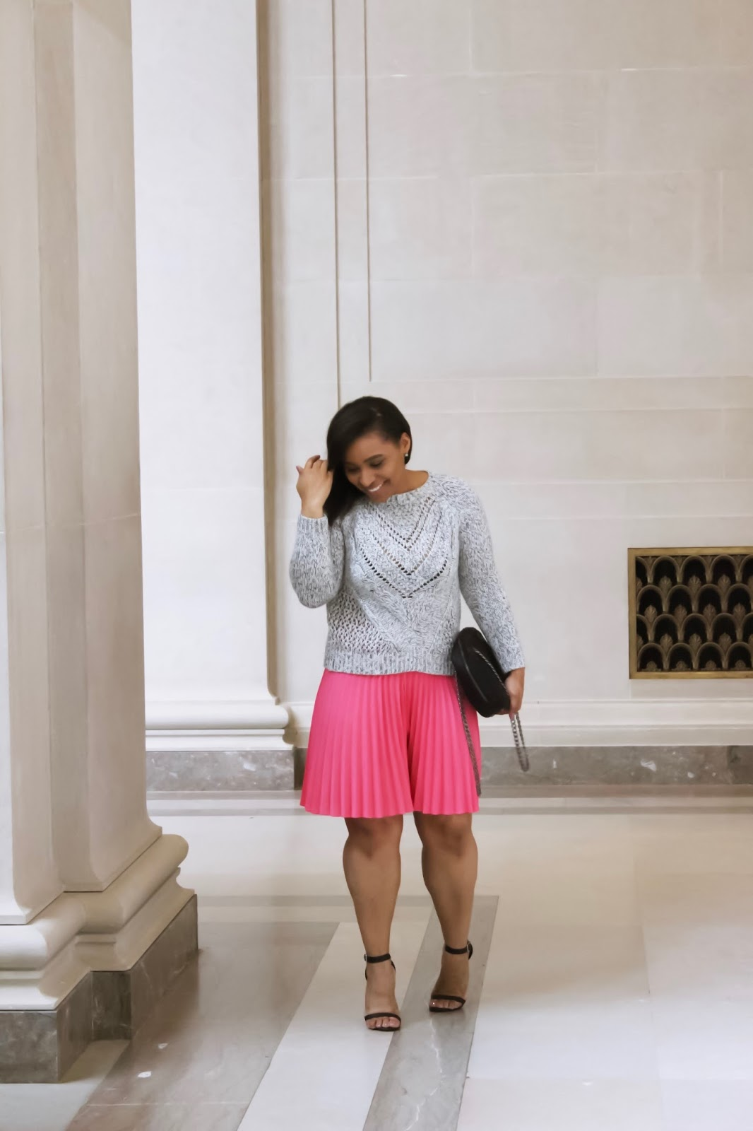 Spring Trends: Pleated Skirts, pleated skirts, pink pleated skirt, spring outfits, knitted sweater, spring trends, pink outfits, pleated trends, pleated skirts knee length