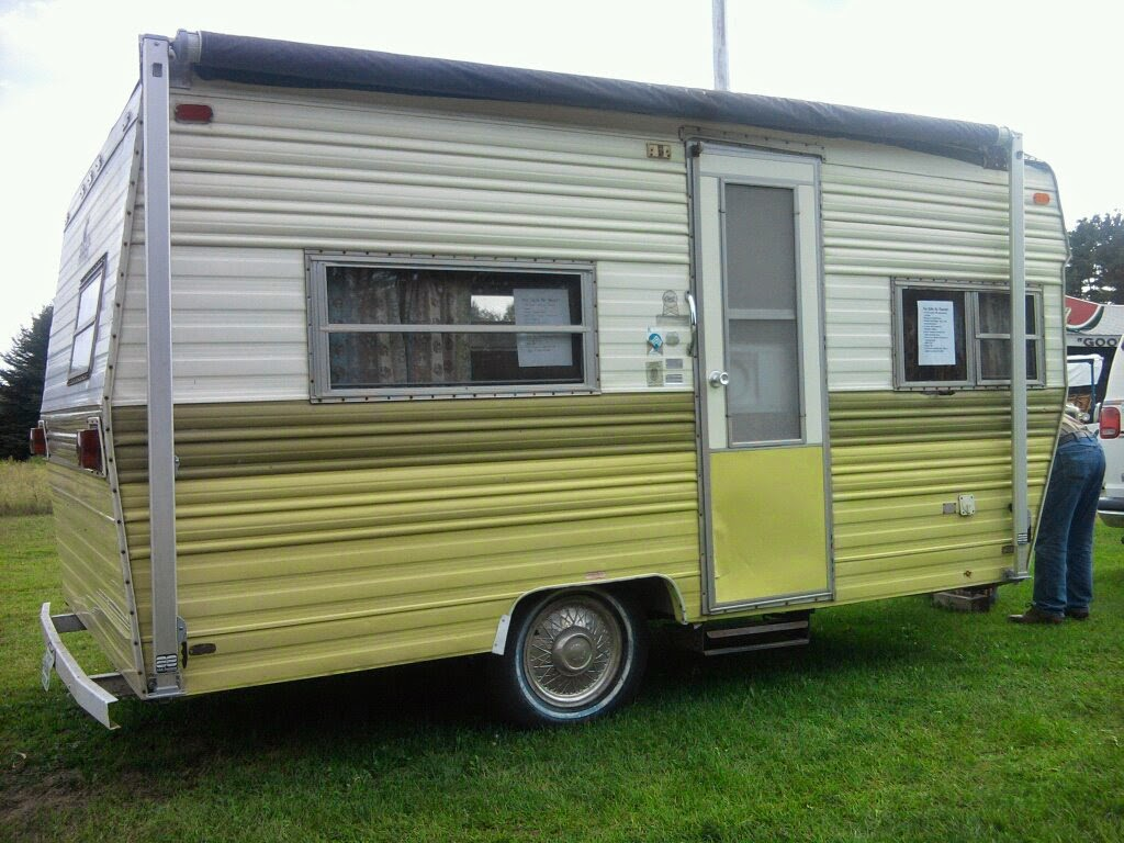 dainty daisies: Our 1974 Prowler vintage camper (travel