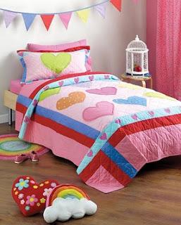 decoración dormitorio con corazones