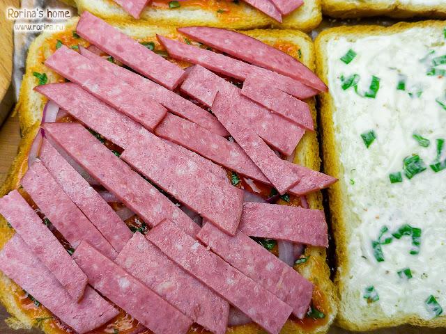 Копченая колбаса с жиром на бутербродах