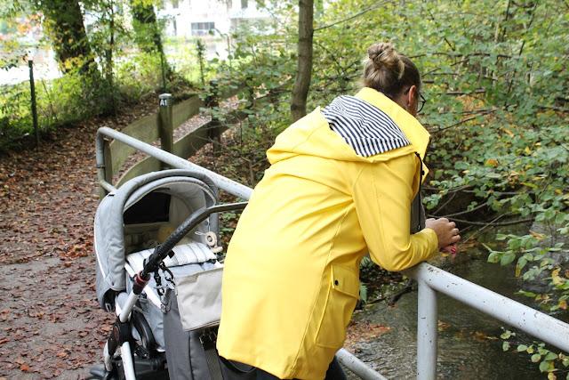 Herbstspaziergang mit Baby Waldspaziergang raus in die Natur Wickeltasche Laessig fuer Mann und Frau Jules kleines Freudenhaus