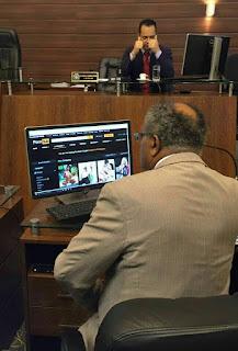 Vereador é flagrado acessando site pornô em computador durante sessão