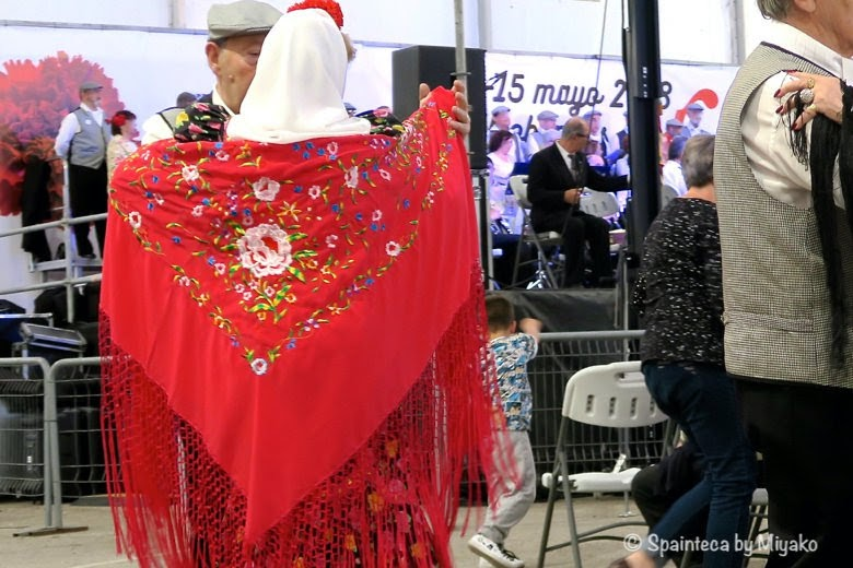 Fiestas San Isidro マドリードの守護聖人サン·イシドロ祭りで踊る人々