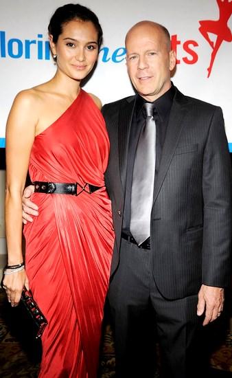 Foto de Bruce Willis abrazando a su mujer Emma Heming