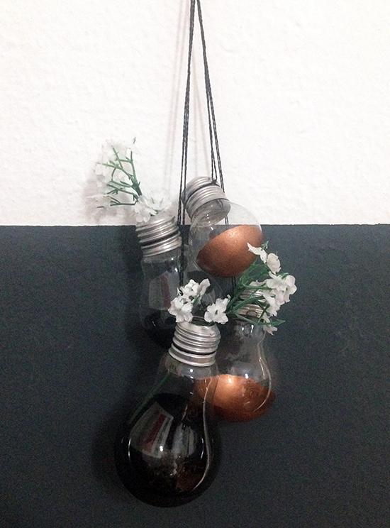 jardim de lâmpadas, móbile, móbile de lâmpadas, lâmpadas recicladas, lâmpadas velhas, diy, faça você mesmo, decoração, acasaehsua, a casa eh sua
