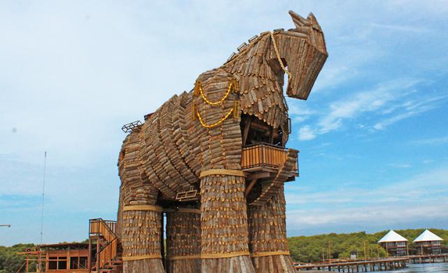 Patung Kuda BJBR Probolinggo