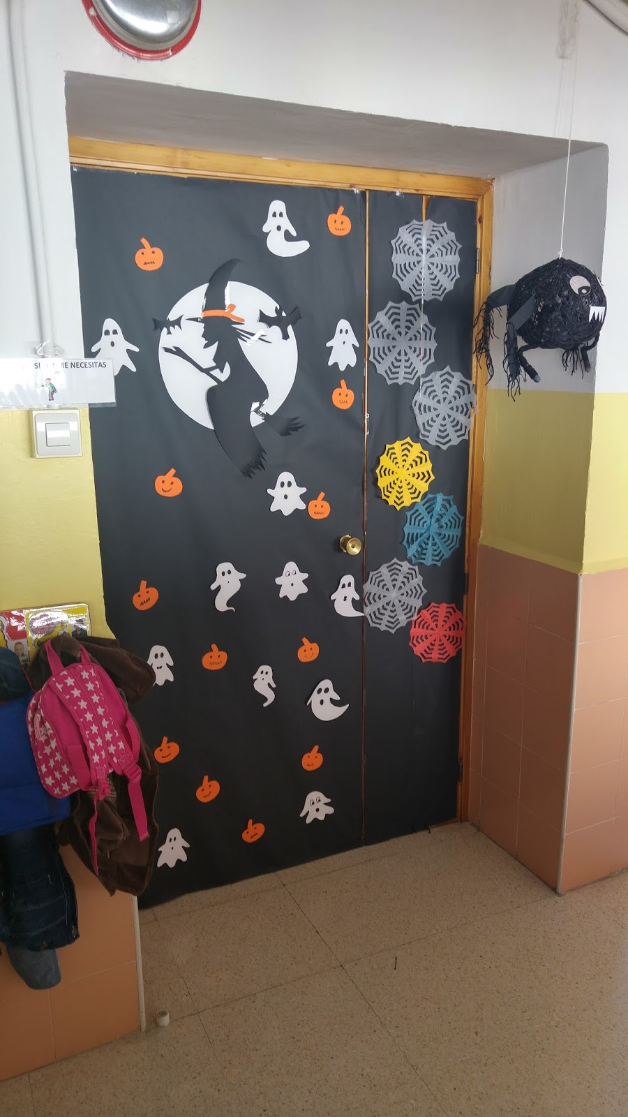 Los peques de la cruz decoraci n de halloween for Decoracion para puertas halloween