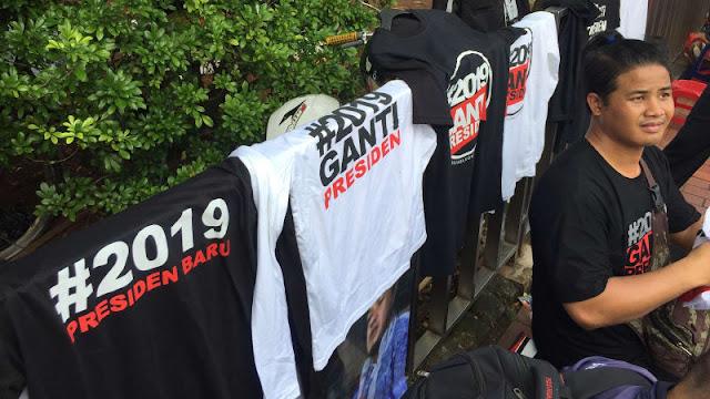 Kaus #2019GantiPresiden Banyak Diburu Massa Aksi Bela Islam 64