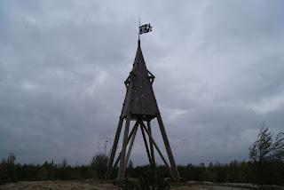 Der spitz zulaufende Turm des Höller Horn