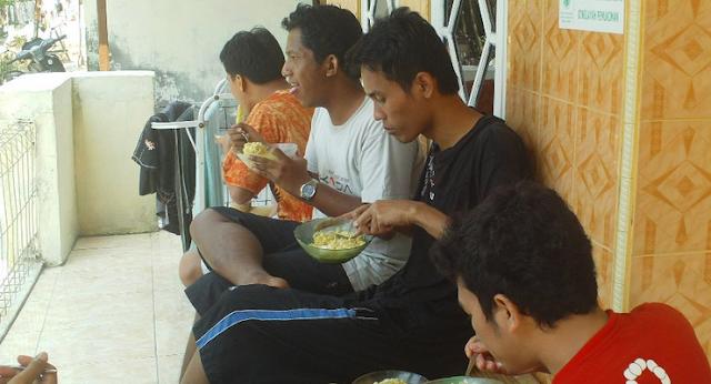 Bicara Ketika Makan, Apakah Rasulullah Melarang Hal ini?