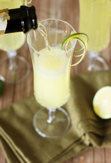 How to Make Sparkling Limoncello Cooler Cocktails Image