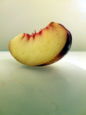 One slice of white nectarine.