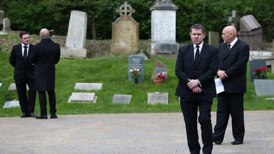 Após 3 meses, George Michael é enterrado em cerimônia particular em Londres