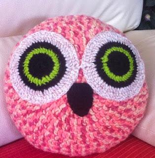 http://www.crochet-fan.es/2013/05/cojin-buho.html