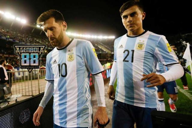 Lionel Messi dan Paulo Dybala