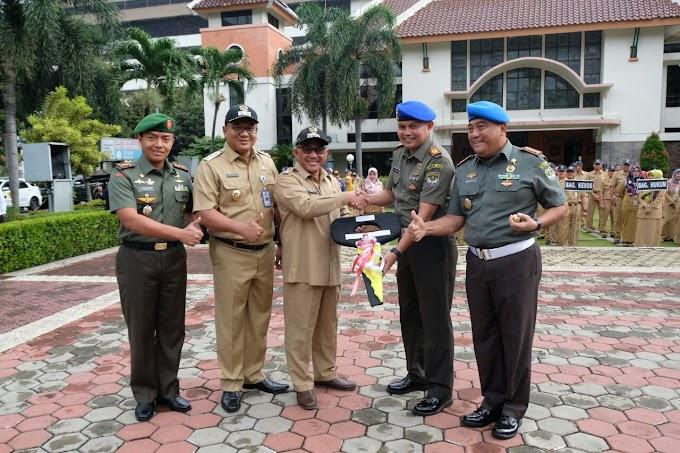 Pemkot Depok Serahkan Hibah Tiga Kendaraan Dinas Buat Subdenpom Jaya/2-2