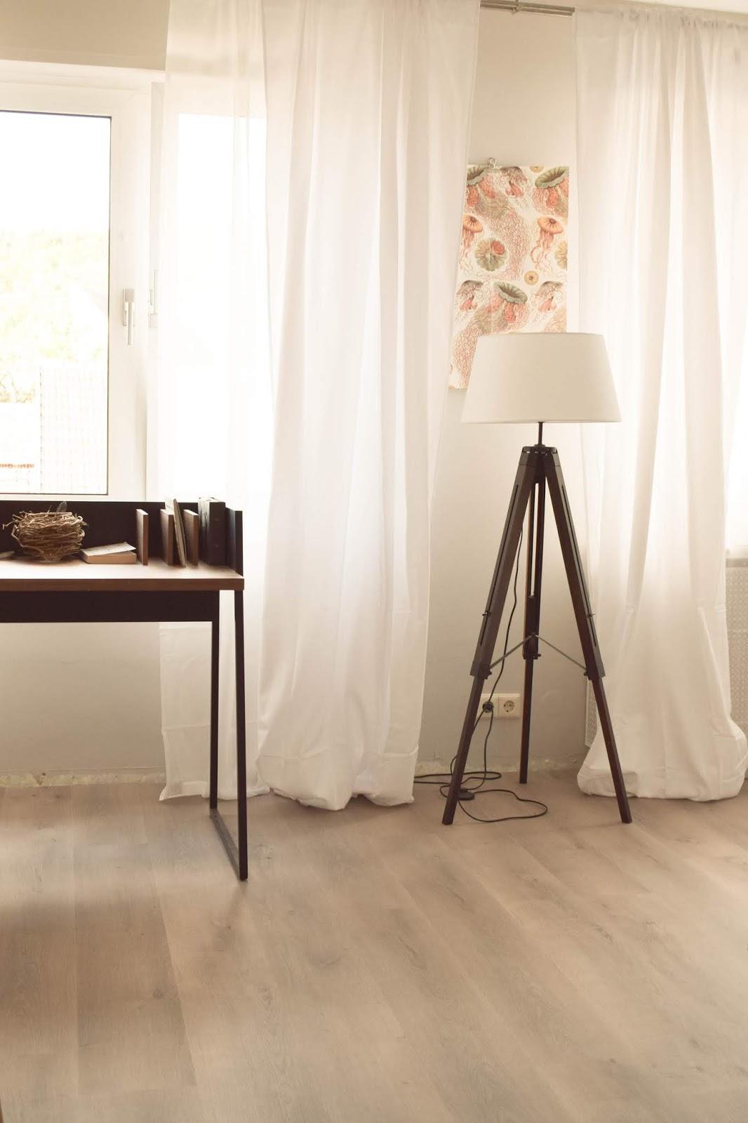 Interior Einrichtung Vorhang Schlafzimmer blickdicht Schreibtisch filigran Stehlampe Deko Dekoidee