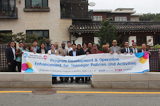 Group photo of participants with program coordinators. Image courtesy: Korea Youth Work Agency.