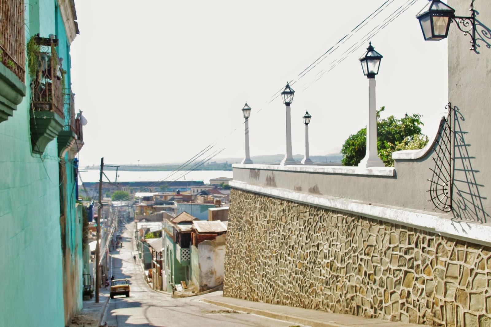 Desencantos em Santiago de Cuba: precisa pagar pra fotografar dentro do Balcão Velásquez