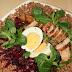 Sałatka z kurczakiem, jajkiem i kaszą gryczaną z sosem miodowym