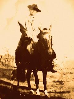 Monsenhor Vitor Batistella, Montado no Cavalo Zaino