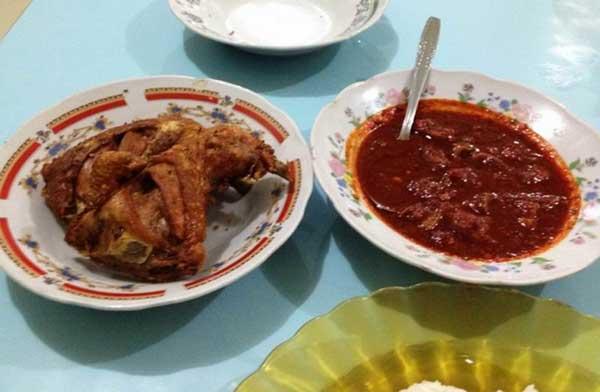 5 Tempat Wisata Kuliner di Samarinda yang Terkenal dengan Kelezatan Masakannya, bukusemu, ayam goreng banjar indonesia