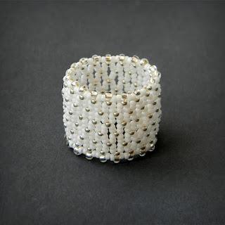 купить белое ажурное кольцо из бисера