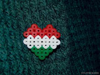 Alternatív kokárda | Szív alakú kitűző vasalható gyöngyből