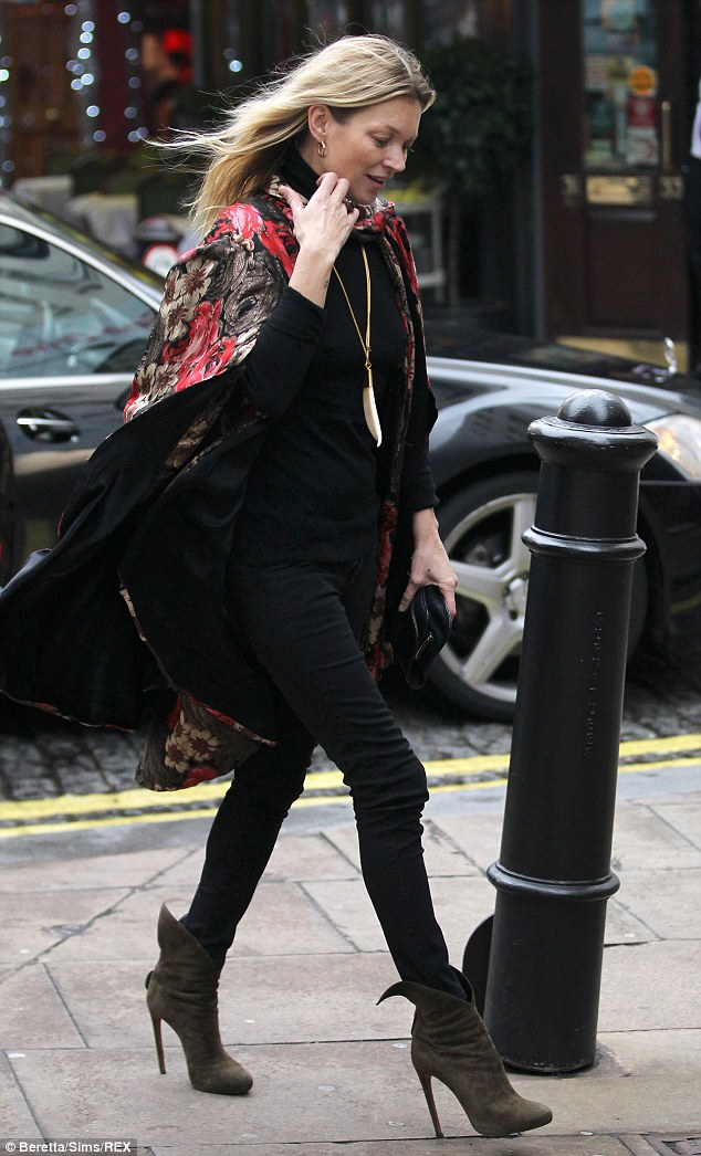 Stepping out in a casual Kate Moss Street Style