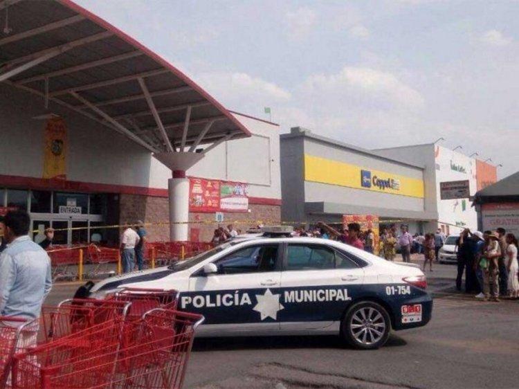 Lo ejecutan frente a su familia en supermercado de Tula