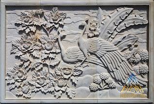 Relief dari batu alam paras jogja / batu alam paras putih motif burung merak.