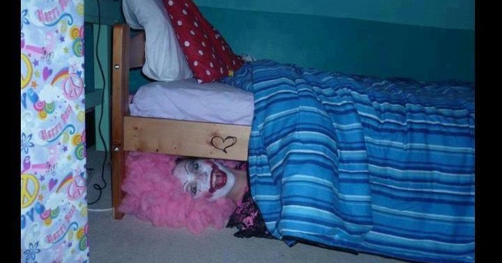 20+Seconds+of+Laughter,+Clown+Under+bed.