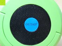 Box: OUTAD 2-in-1 Outdoor Wireless Bluetooth Lautsprecher & LED Lampe mit eingebautem Mikrofon, einstellbarem Licht und Broadcom 3.0