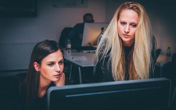 Tips Menjaga Kesehatan Mata Saat Bekerja Di Depan Monitor