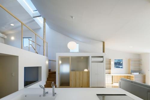 Casa minimalista en nagoya mattch arquitectura y for Casa minimalista interior cocina