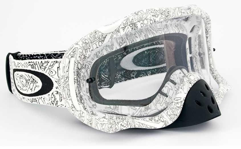 f3bb7c232bfa6 Em 1983 foram introduzidos na linha de produtos da marca óculos especiais  para a prática de esqui na neve
