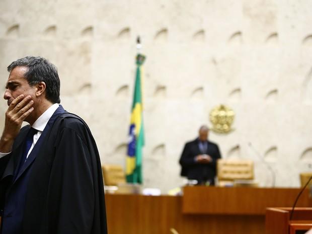 STF rejeita pedido da AGU e mantém votação do impeachment no domingo