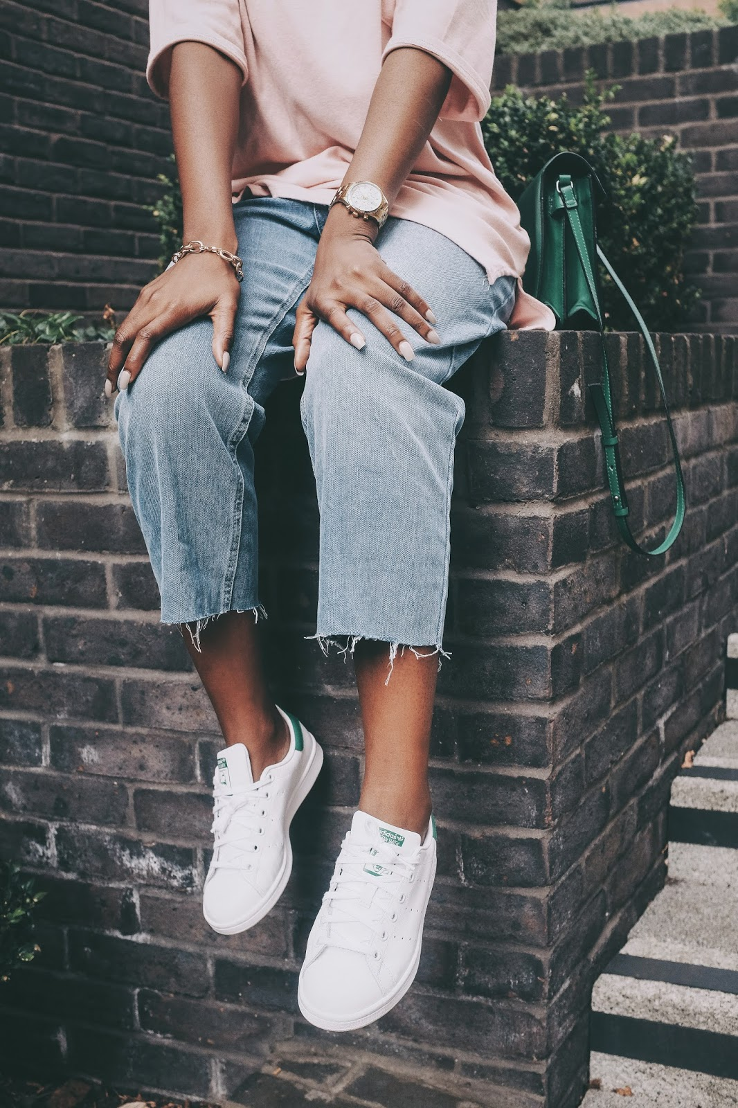 Oversized T-shirt Cropped Blue Jeans and Adidas Stan Smiths