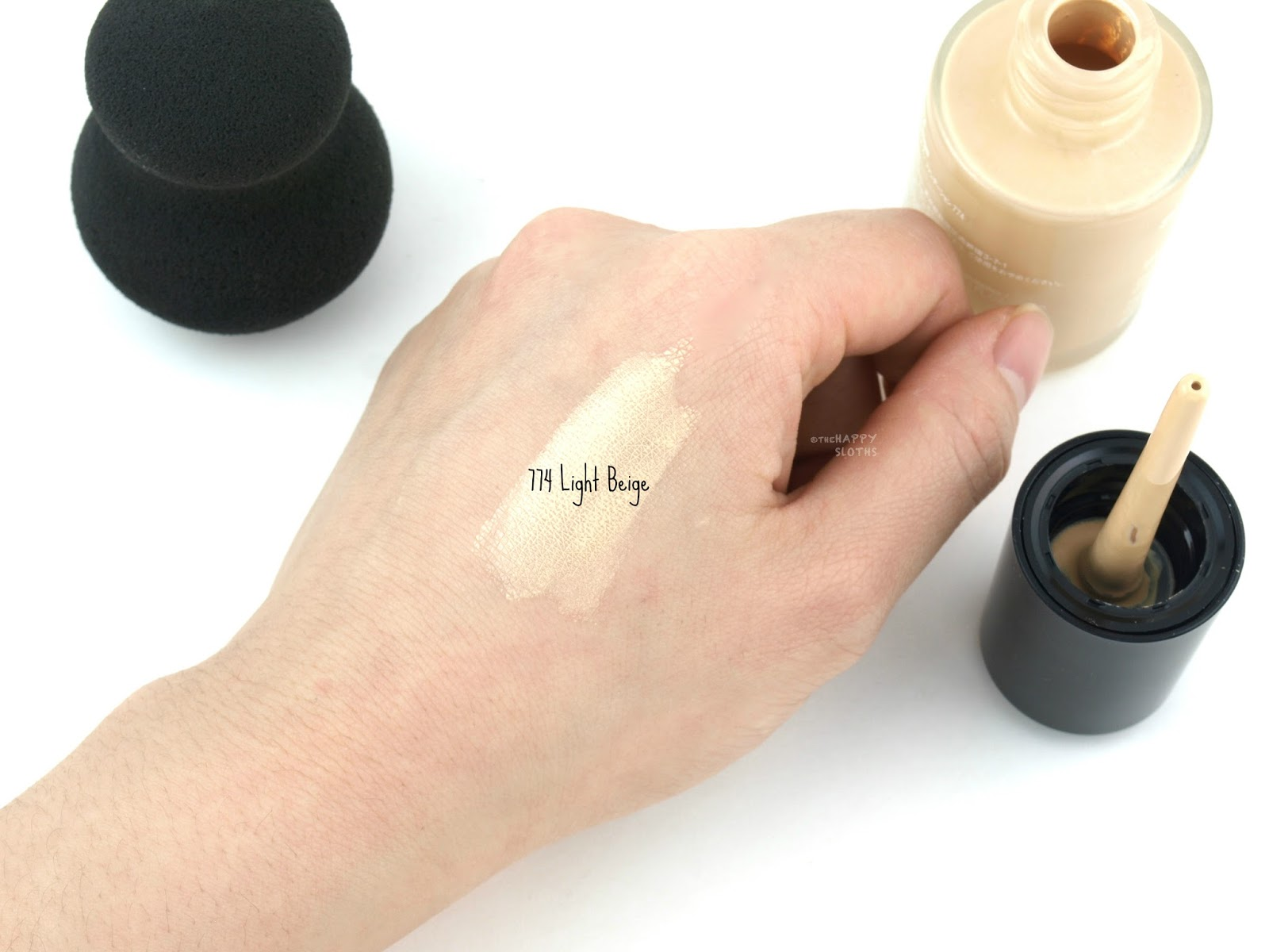 "Shu Uemura Lightbulb Essence Foundation in ""774 Light Beige"": Review and Swatches"