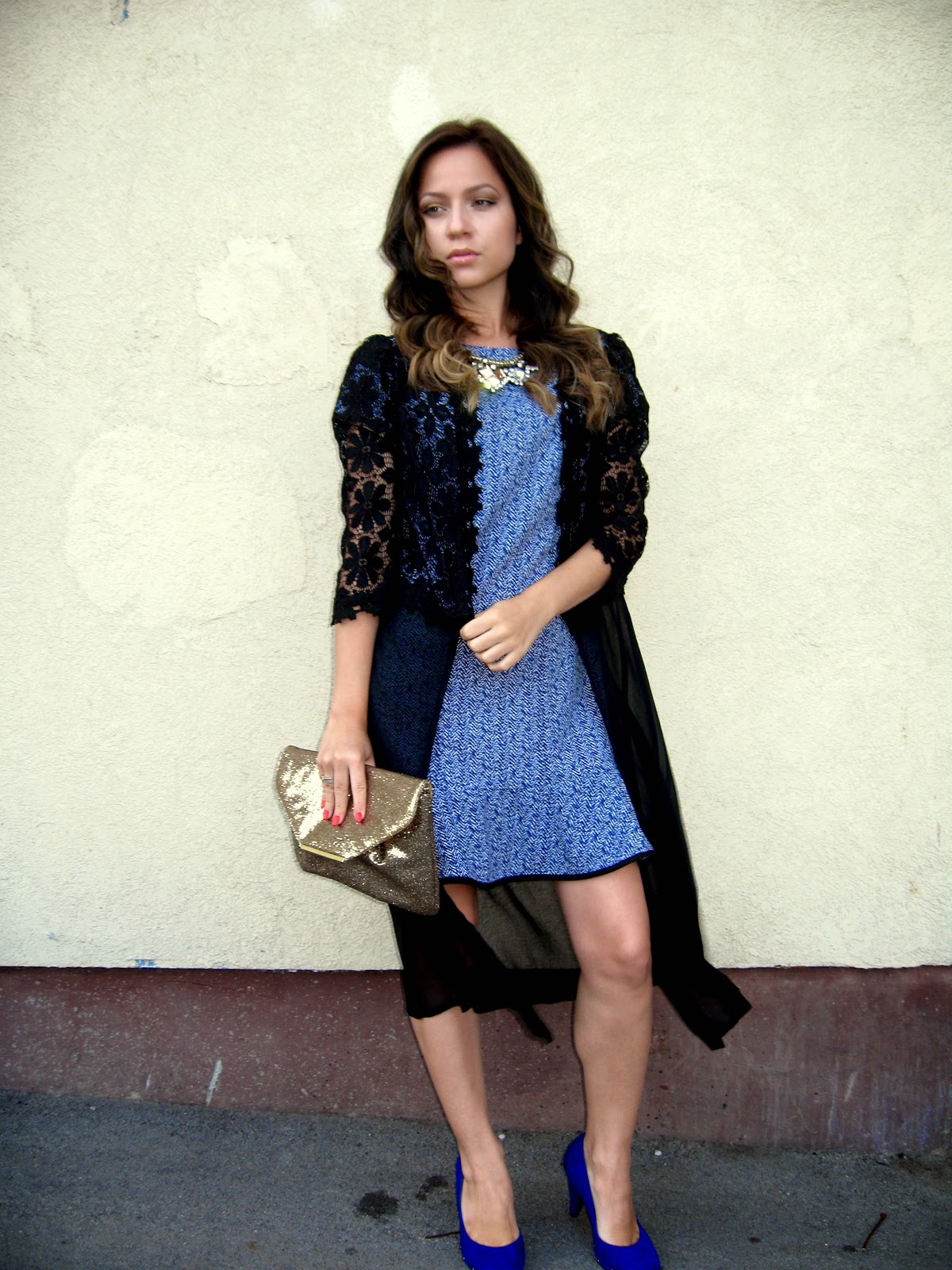 outfit, black crochet lace kimono, cobalt blue chevron print dress, cobalt blue pumps shoes heels, statement necklace, gold clutch, wedding outfit
