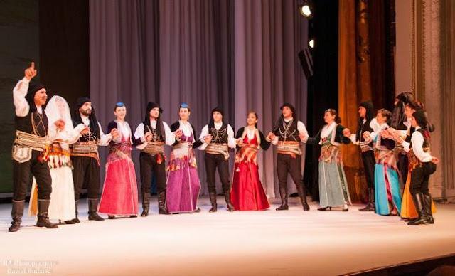 """Οι """"Μωμόγεροι"""" παρουσίασαν τον Ελληνικό πολιτισμό στο Ντονέτσκ"""