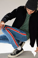 look masculino com calça listra lateral vertical