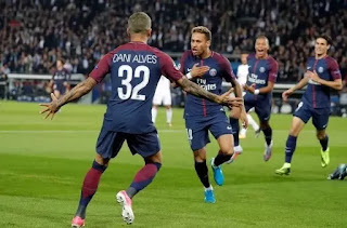 Neymar and Cavani team up as they Mayweathered Bayern