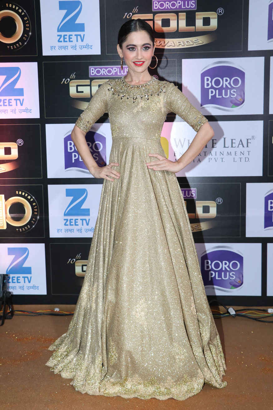 Celebrities Sexy Poses for 10th Zee Gold Awards Stills