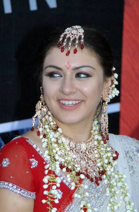Hansika Motwani Cute Photos In White Saree