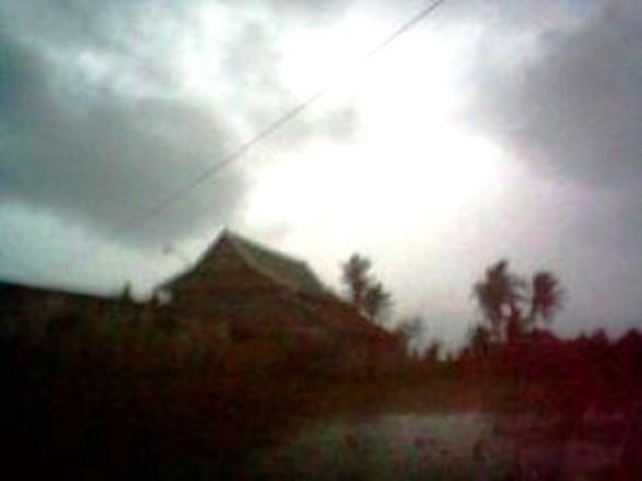 Hujan, Dan ,Angin ,Timur ,Landa, Selayar, Sejak, Dinihari ,Tadi