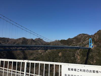 駐車場から見た竜神大吊橋